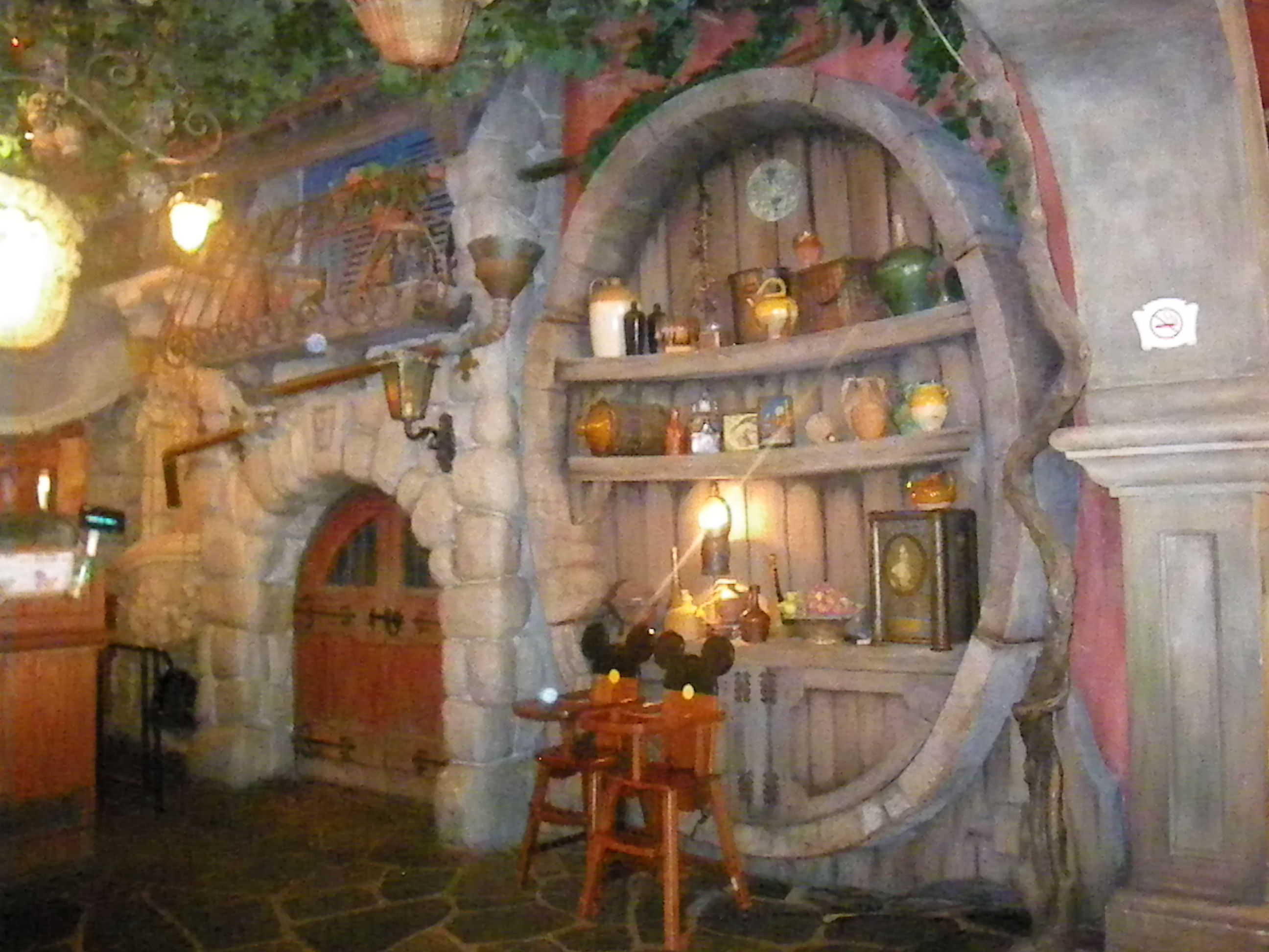 Pizzeria bella notte disneyland paris parce que j 39 adore for Interieur hotel disney