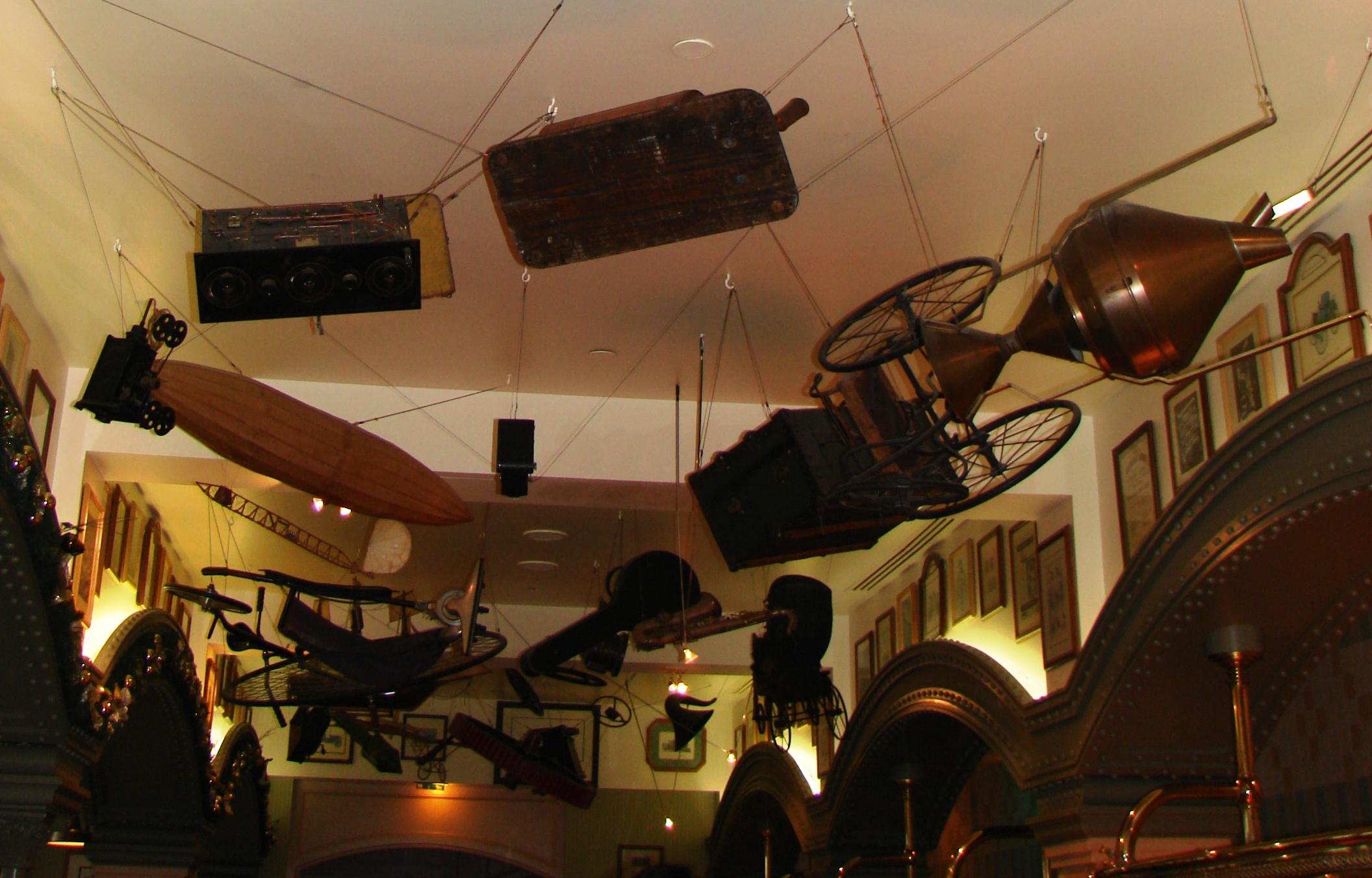 Restaurant inventions disneyland hotel disneyland paris parce que j 39 adore critiquer - Salon des inventions paris ...