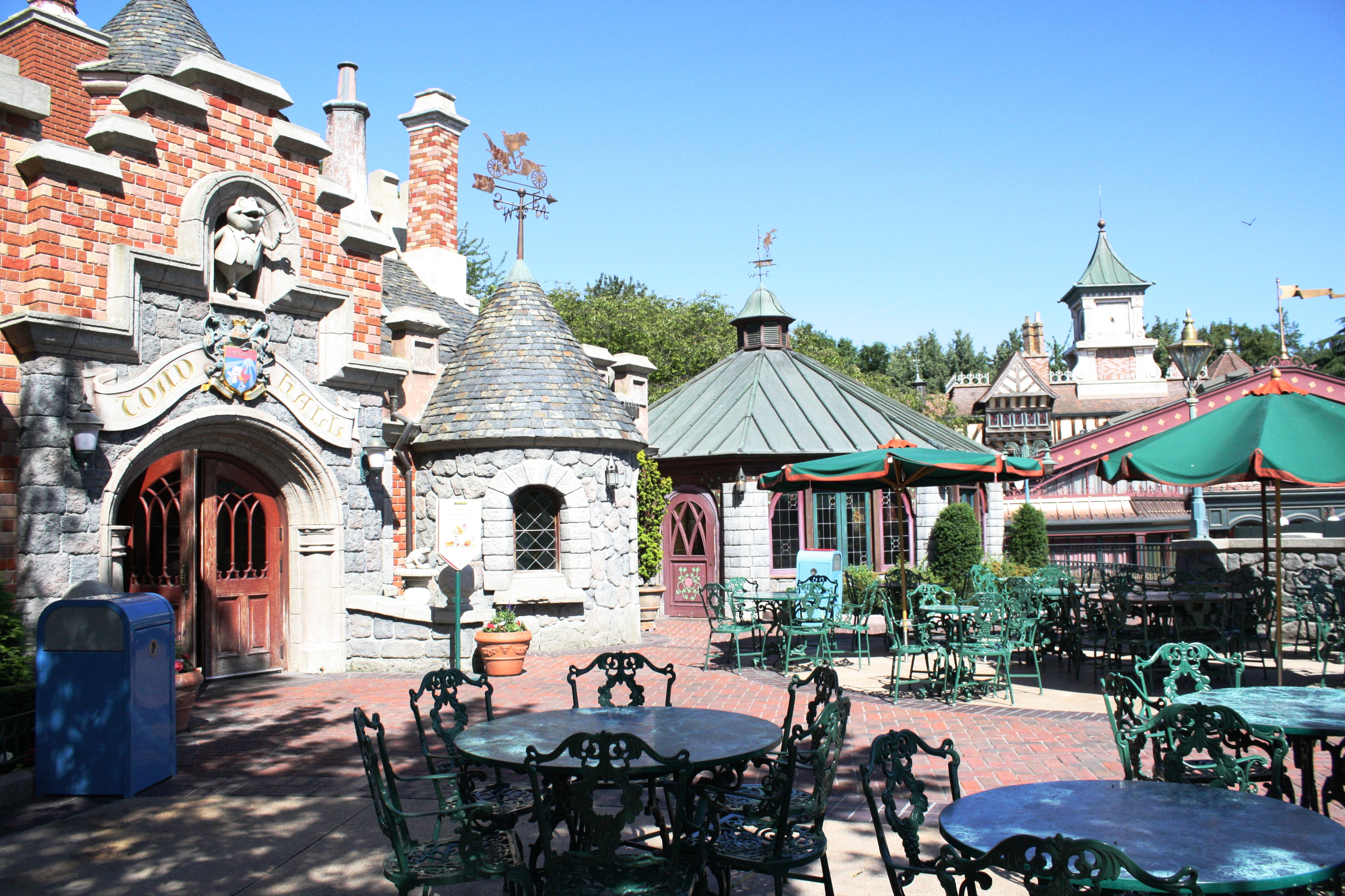 toad hall restaurant disneyland paris parce que j 39 adore critiquer. Black Bedroom Furniture Sets. Home Design Ideas