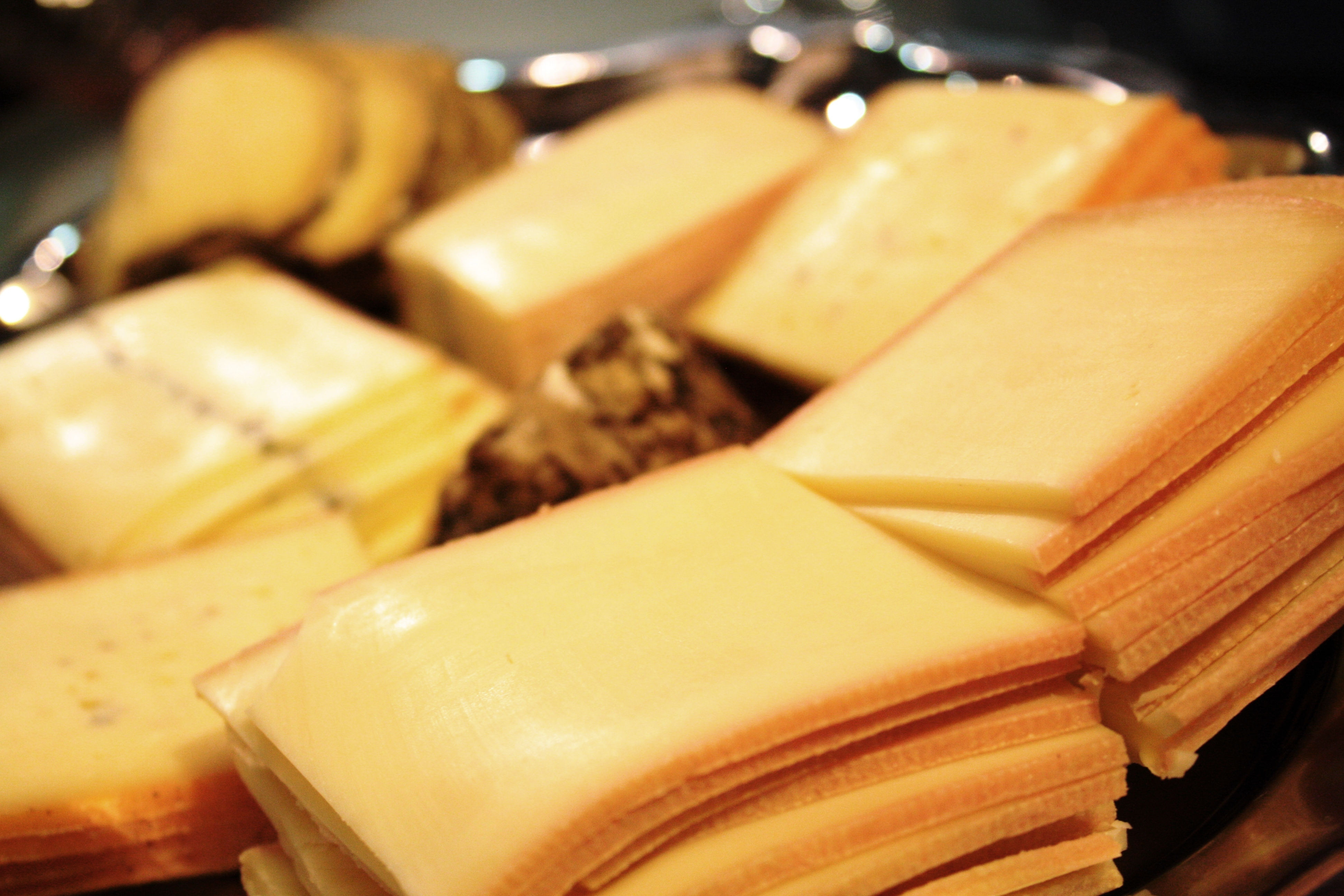 In raclette we trust parce que j 39 adore critiquer - Coupe fromage a raclette ...