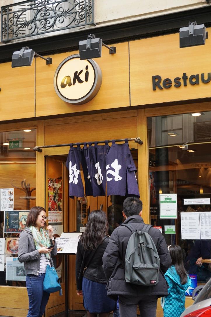 Aki, Paris